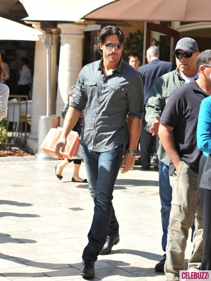 Joe-Manganiello-at-the-Grove-10-435x580.jpg