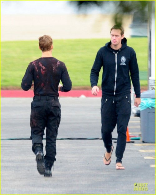 alexander-skarsgard-true-blood-set-with-ryan-kwanten-03.jpg