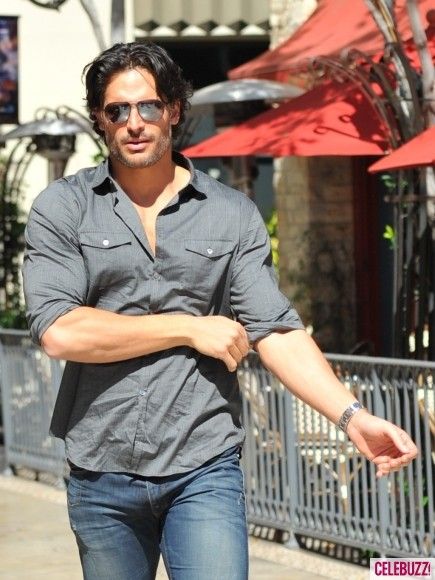 Joe-Manganiello-at-the-Grove-4-435x580.jpg